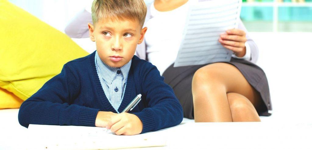 Kreative kindliche Reaktion im Musikunterricht
